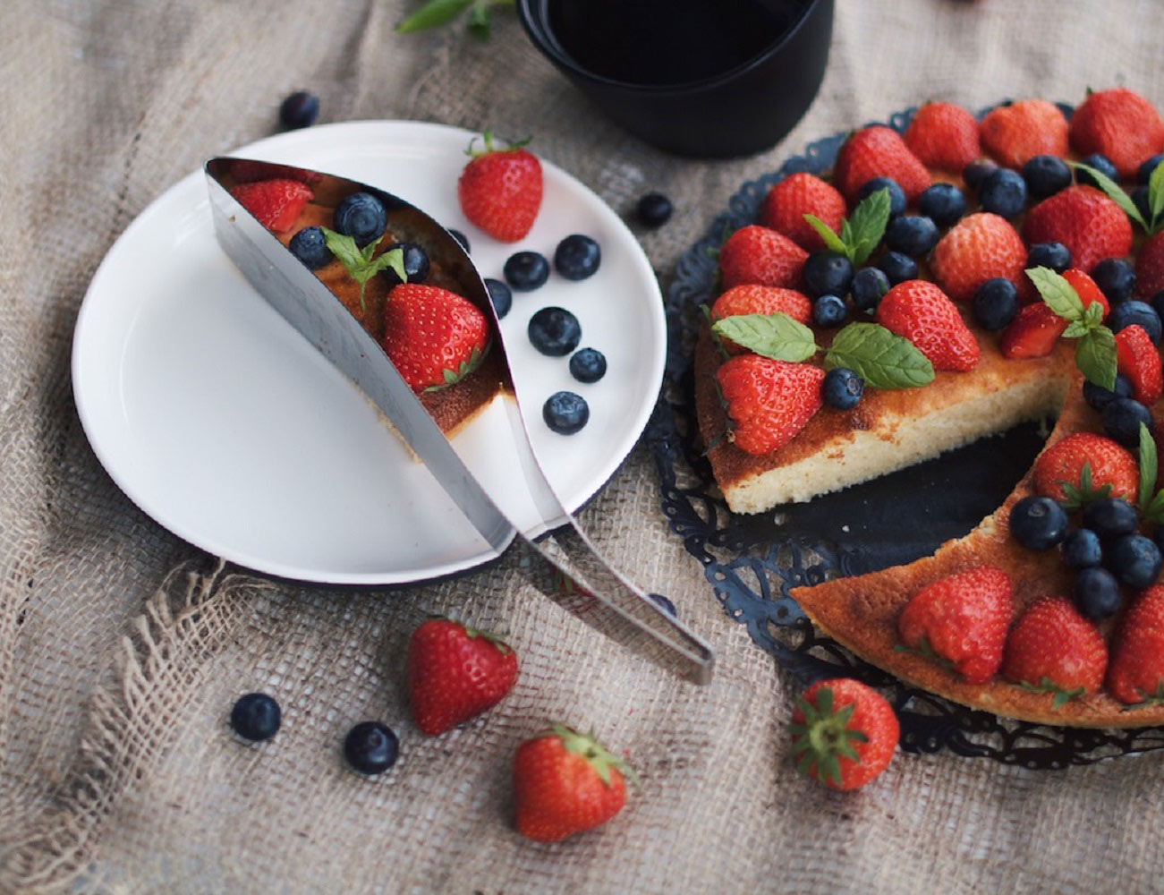 Cake Server by Magisso