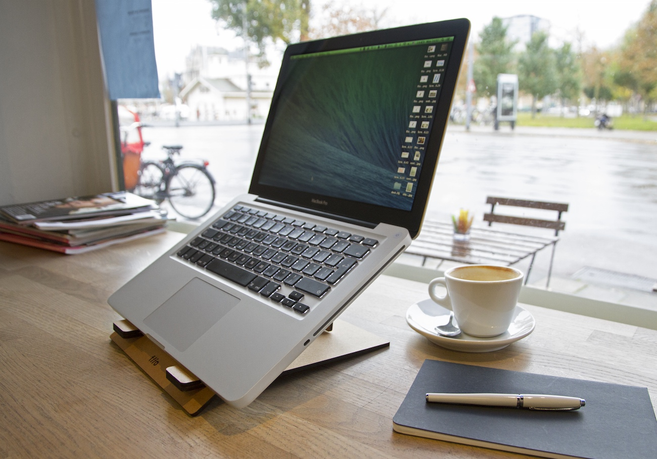 Flio – Ultra Portable Laptop Stand