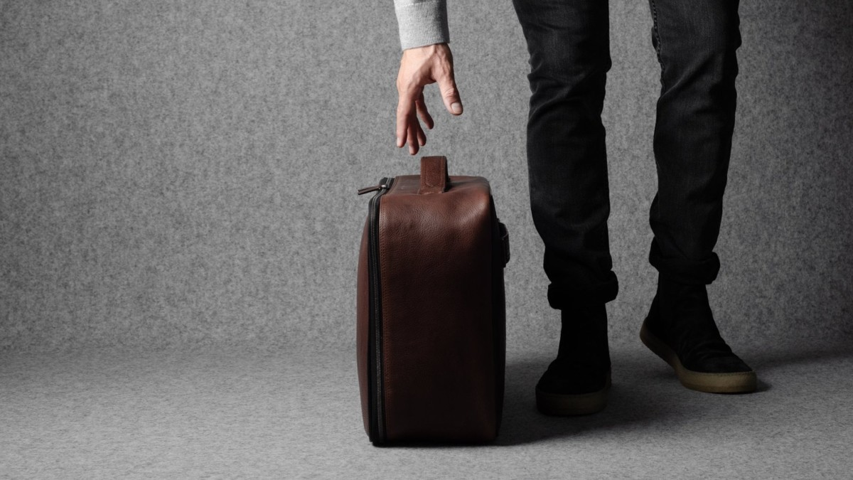 hardgraft Carry On Leather Suitcase works well on both long and short trps