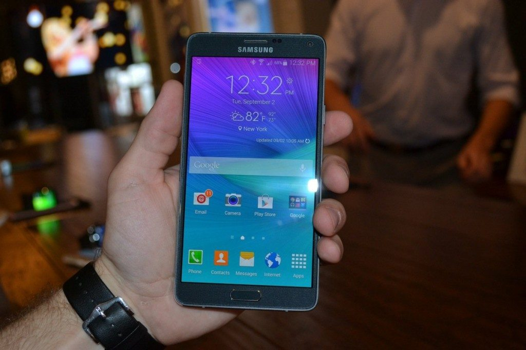 the-galaxy-note-4-features-a-massive-57-inch-display-its-the-same-size-as-last-years-note-but-the-screen-is-much-sharper