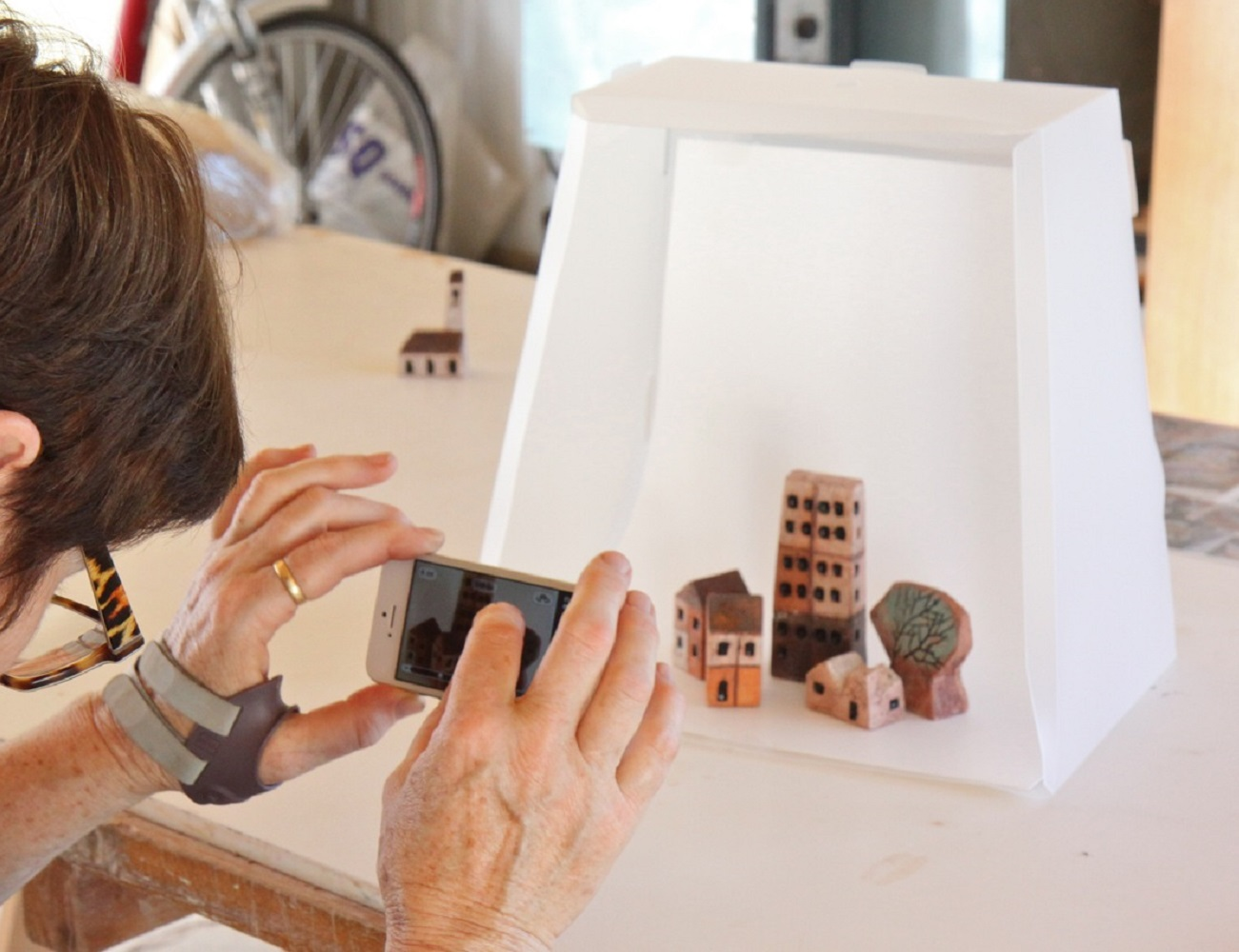 Lightcase Smartphone Pop Up Photo Studio
