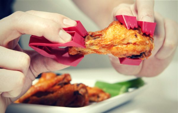 Dive Into Those Lip-Smacking Buffalo Wings Or Sushi With Trongs Utensil and Leave the Grimy Hands Behind