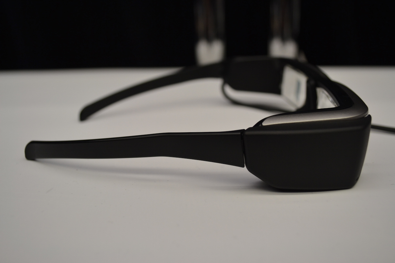moverio-3d-video-glasses-by-epson-02
