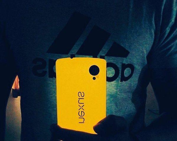 Nexus+5+Glow+Series+Skin+By+SlickWraps