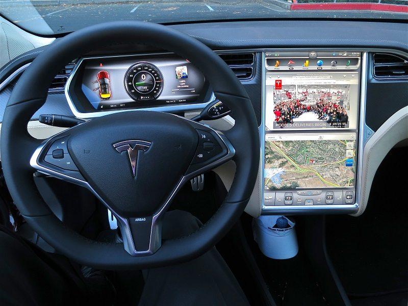 Tesla_Model_S_digital_panels