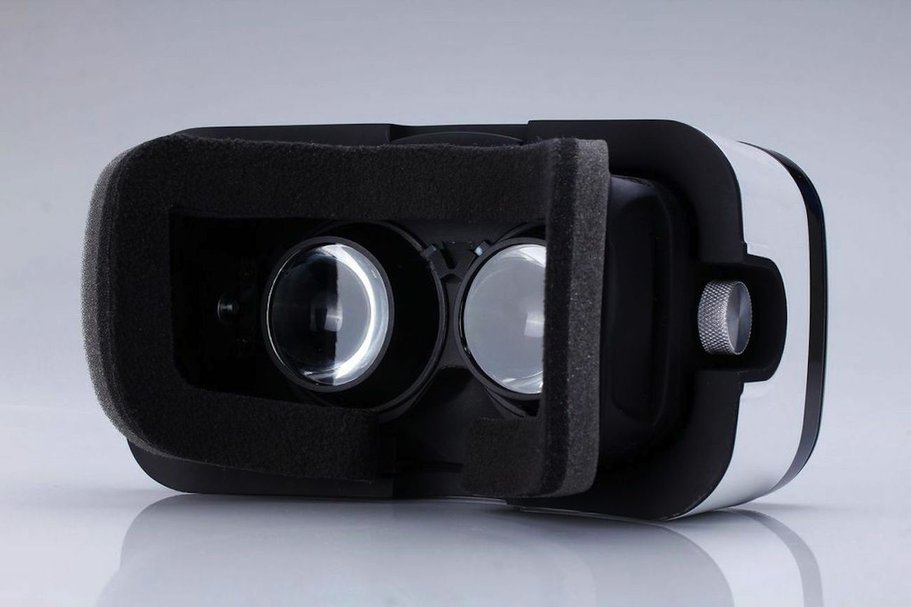 xg-virtual-reality-headset-04