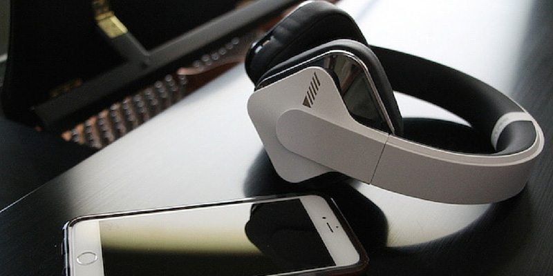 Alpine Headphones and Level Pllay App