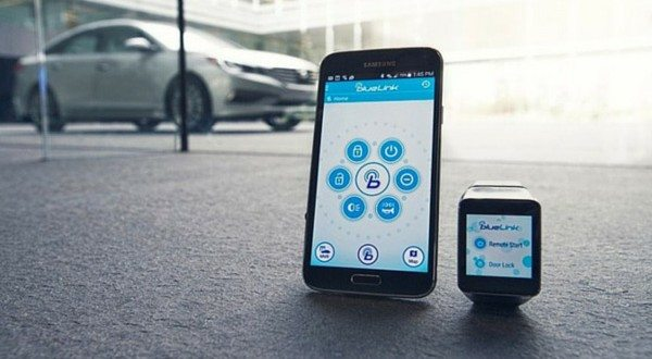 Hyundai Blue Link Smartwatch App Will Familiarise You With the Futuristic Vision of Starting Cars Using a Watch