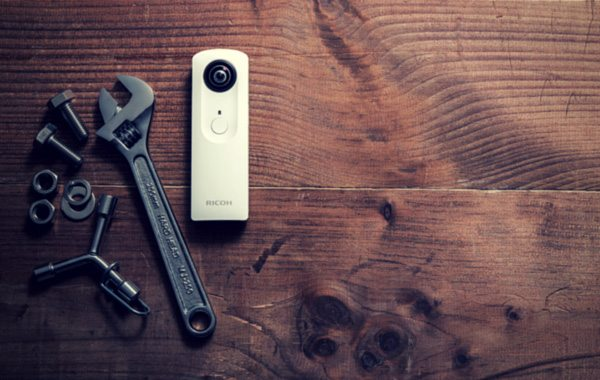 RICOH THETA Spherical Camera Empowers You With Fabulous Photographic Vision