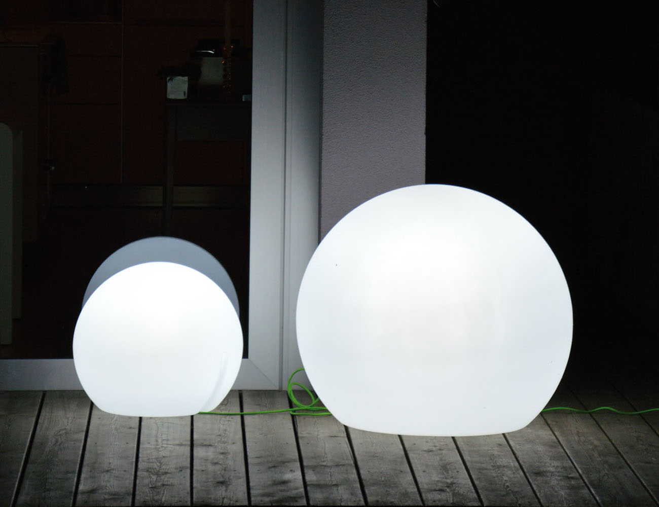 Happy Apple Outdoor Lamp