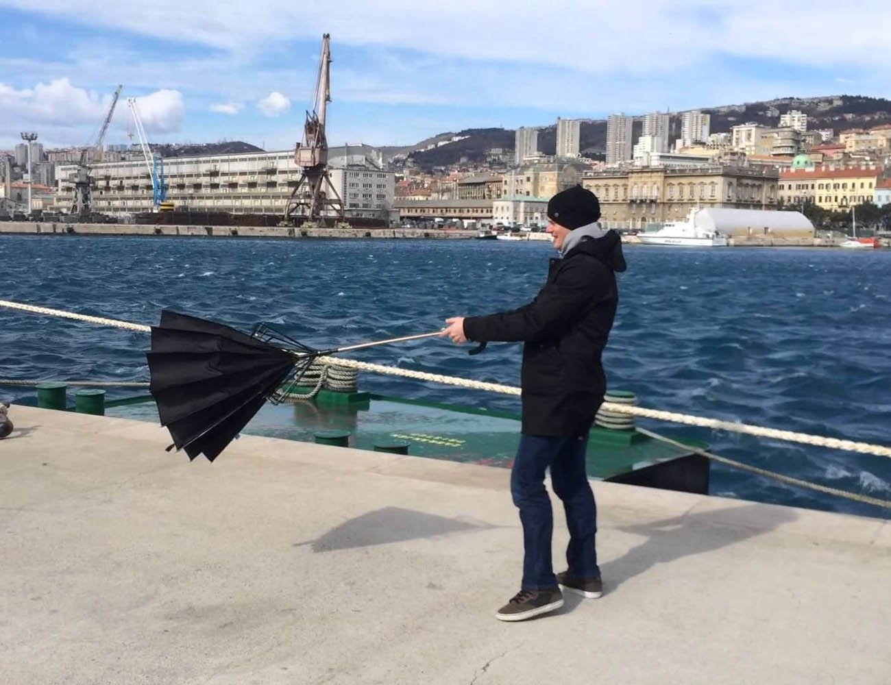 Kisha umbrella loading=