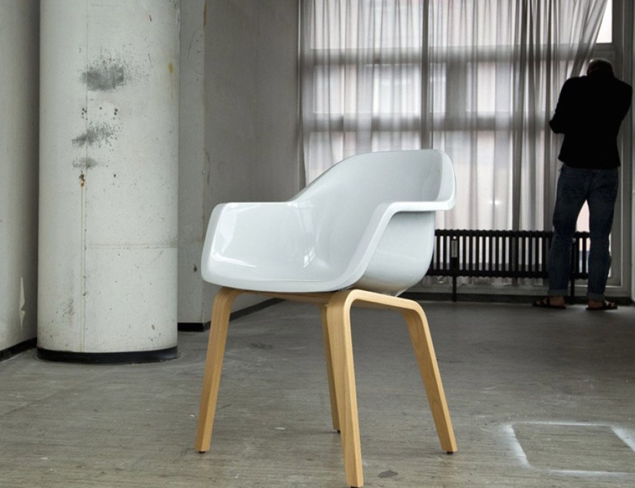 Le Bruno Chair – Plastic Seat With Plywood Legs