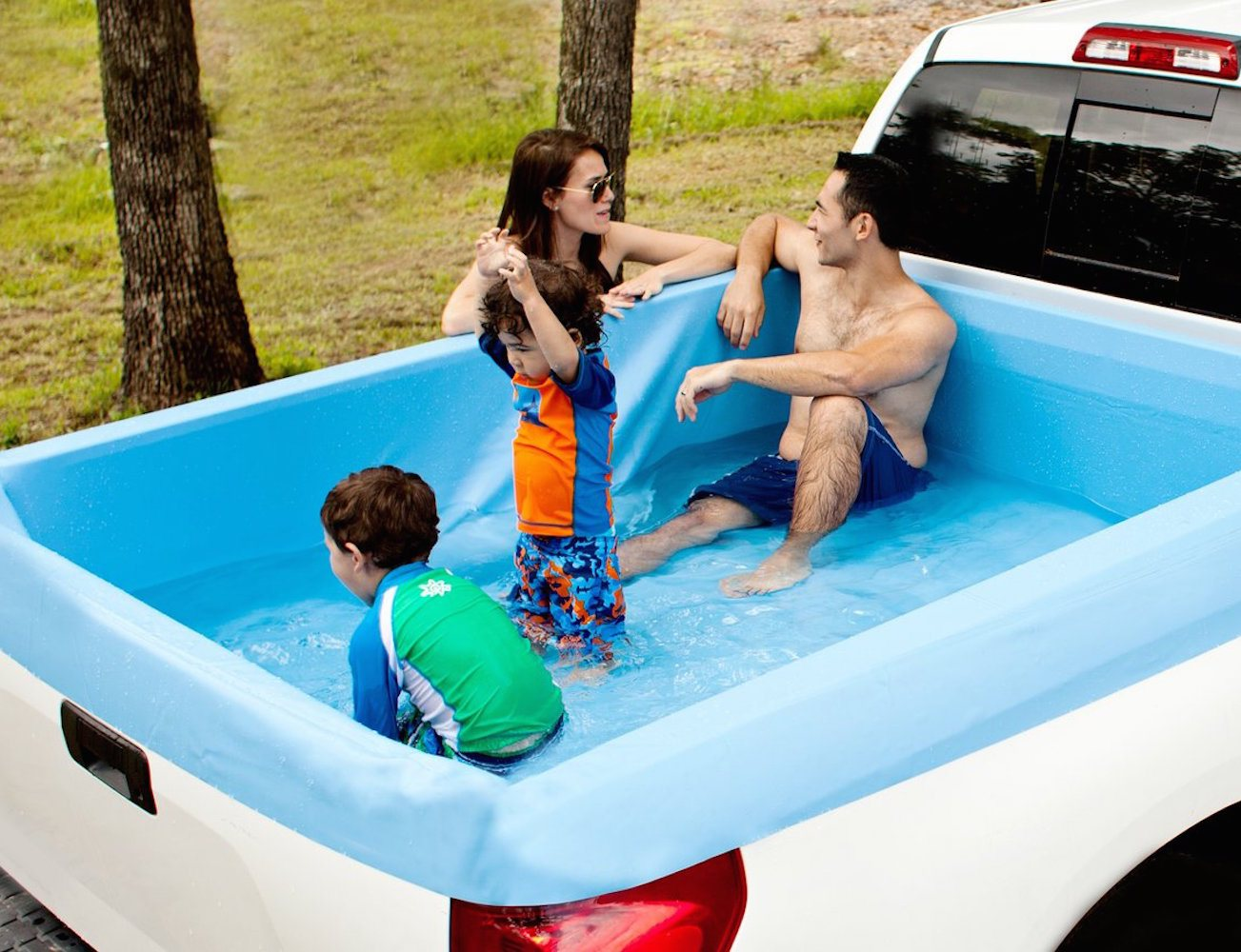 Pickup Pools – A Truck Bed Swimming Pool
