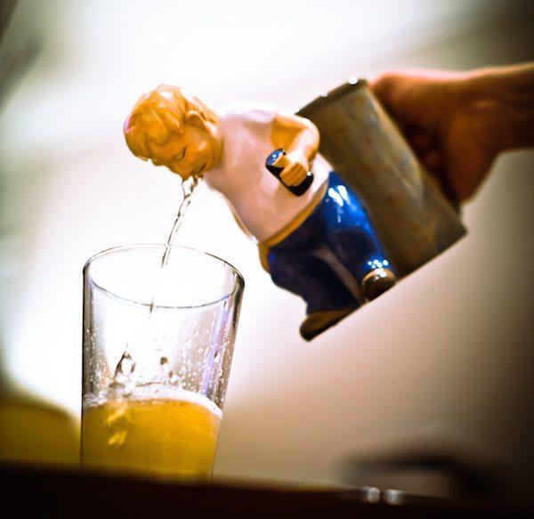 the-original-hurling-earl-drinking-pitcher-mug-02