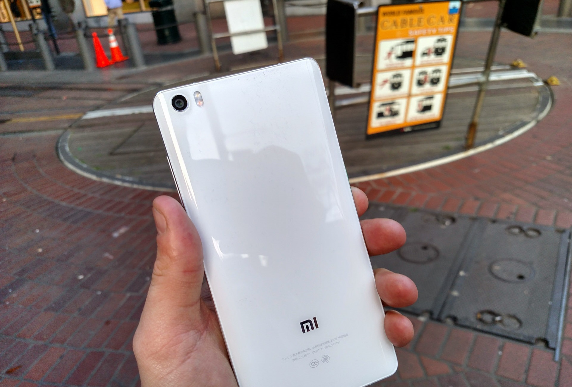 Xiaomi Mi Note is a Flagship Phablet for a Budget Price