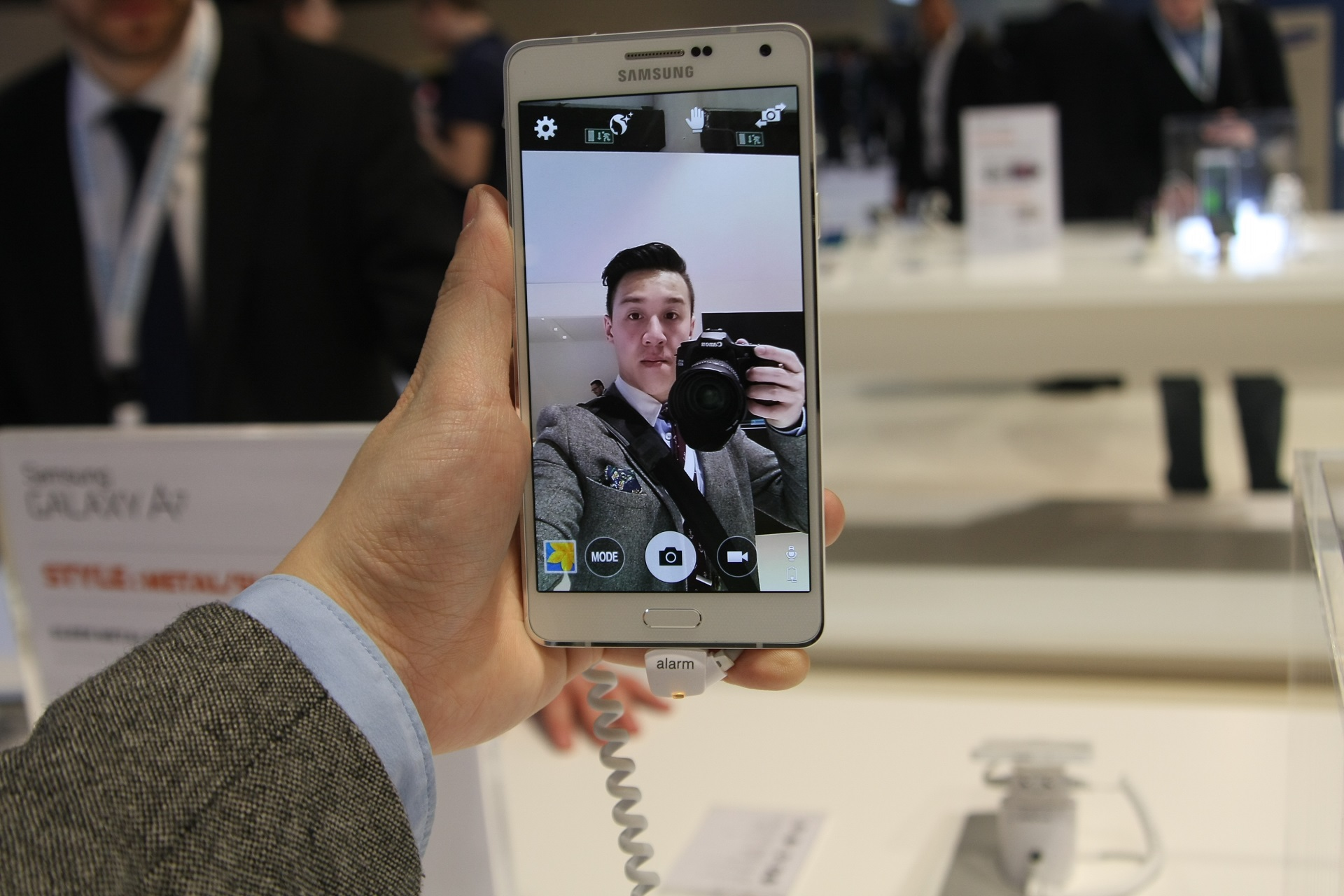 Samsung Galaxy A7 Continues the Trend of Metal Material and Solid Build