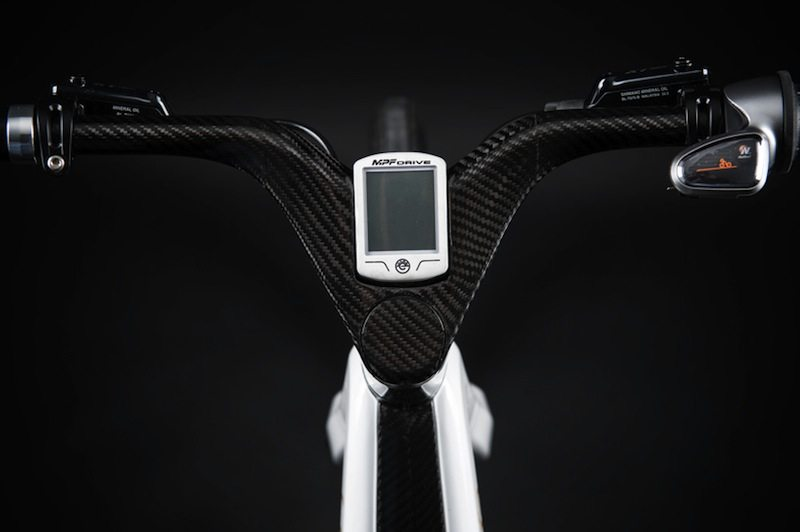 Leaos Solar Electric Bike close up handle bars with gauge