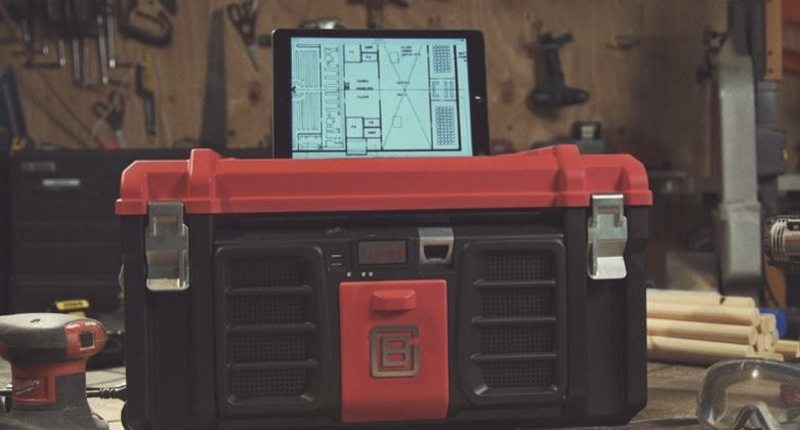 Coolbox with tablet stand