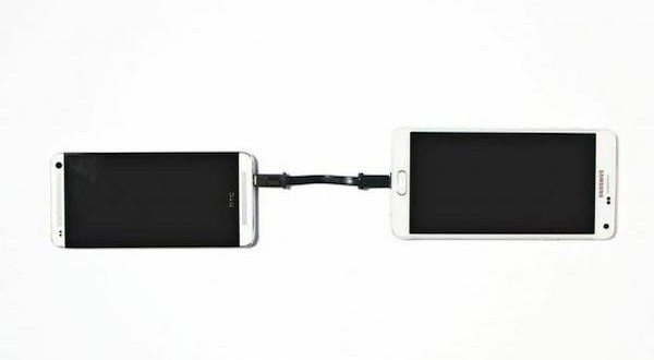 Keep Your Device Charged Using The World's First Phone-to-Phone Cable