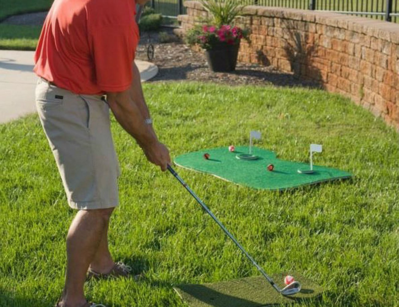 Floating Aqua Golf Chipping Game