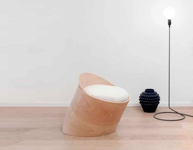 gabi-chair-a-tilted-design-made-of-beechwood-01