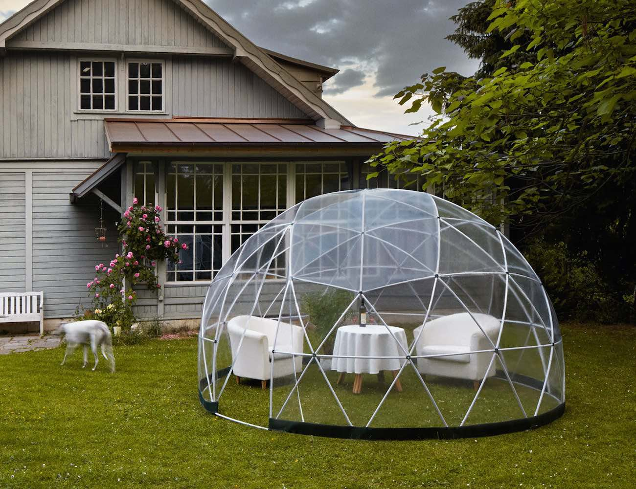Garden igloo outdoor living space for your garden for Backyard patio landscaping