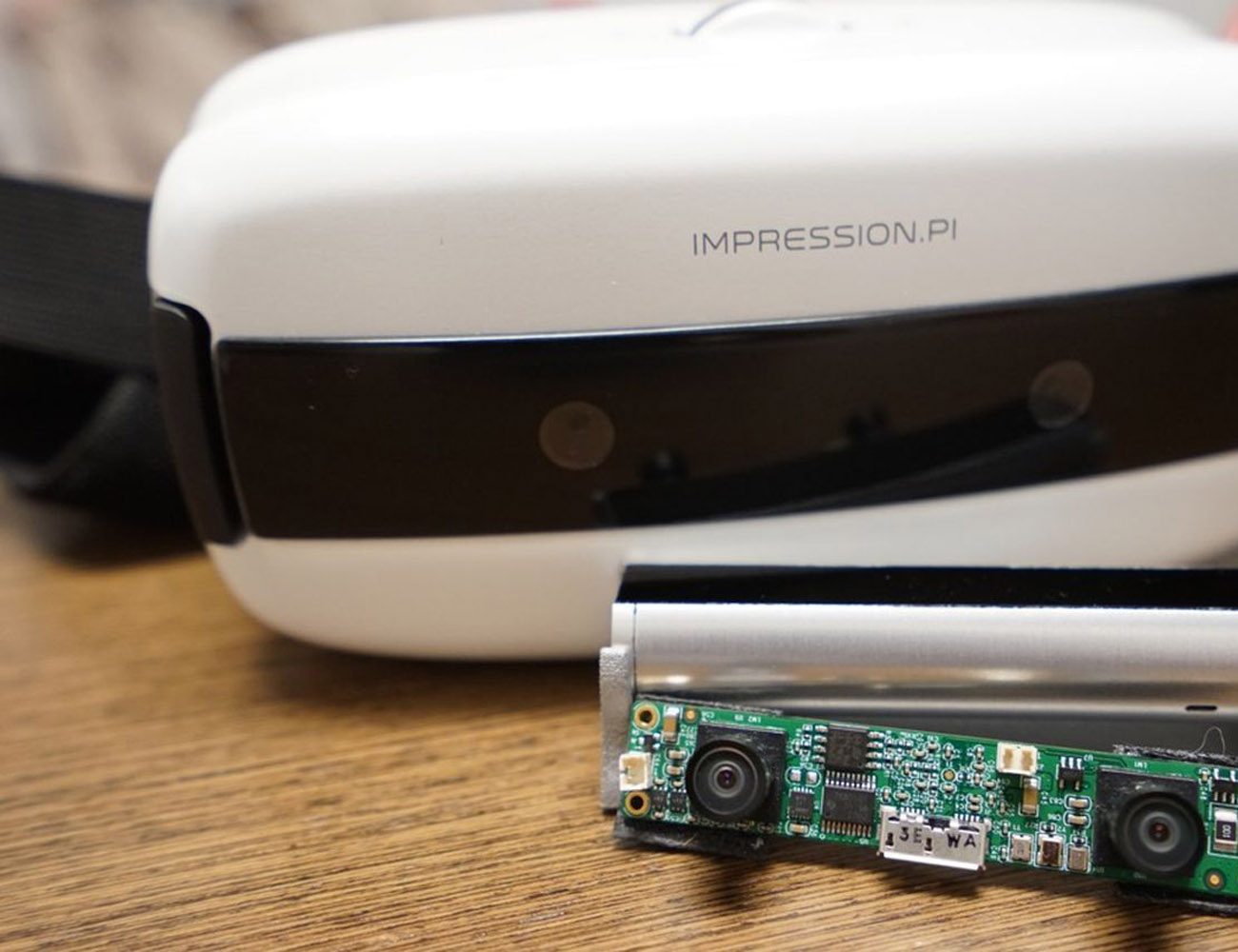 Impression π: Mobile VR+AR with Gesture+Position Tracking