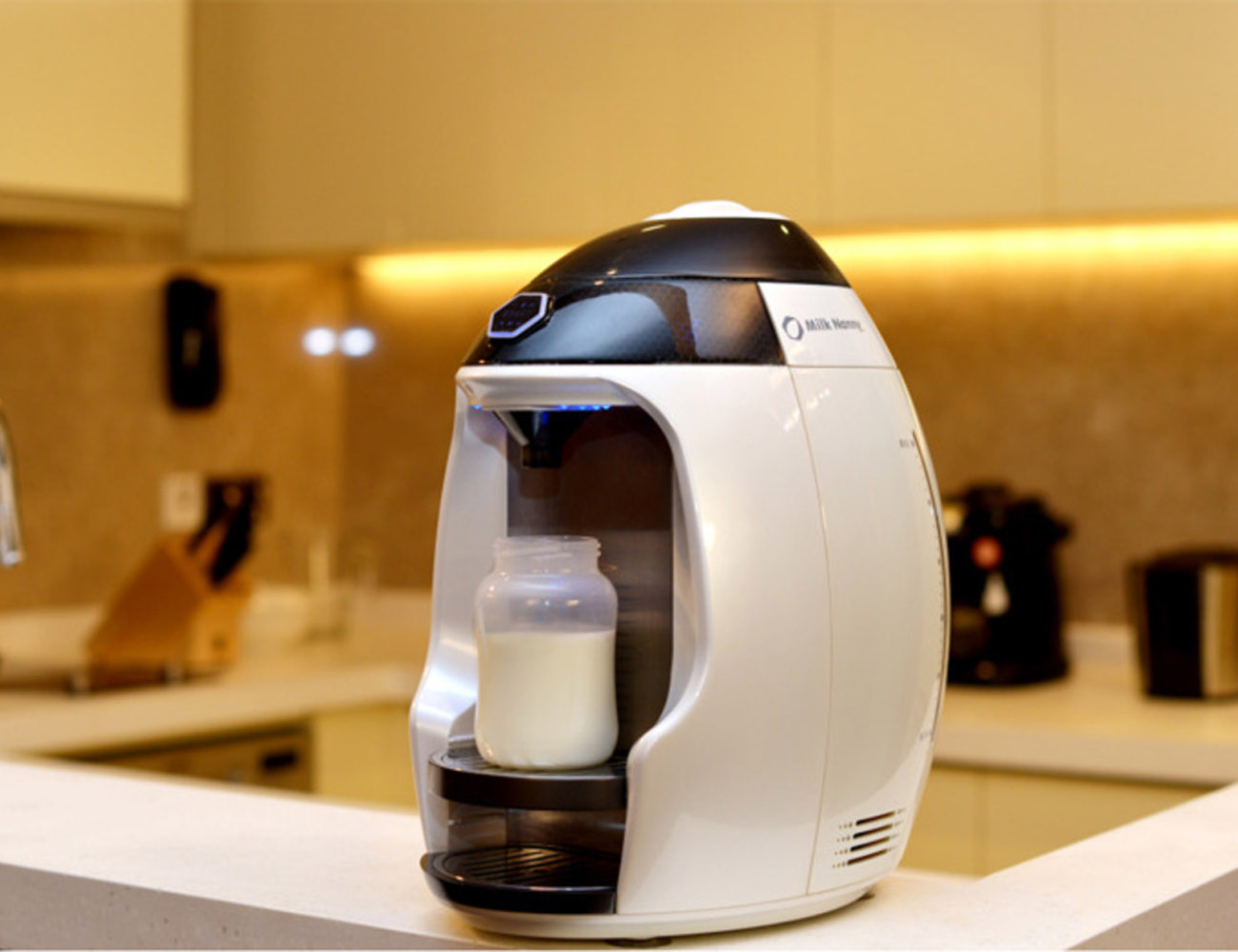 Milk Nanny: The World's First Smart Home Formula Milk Maker