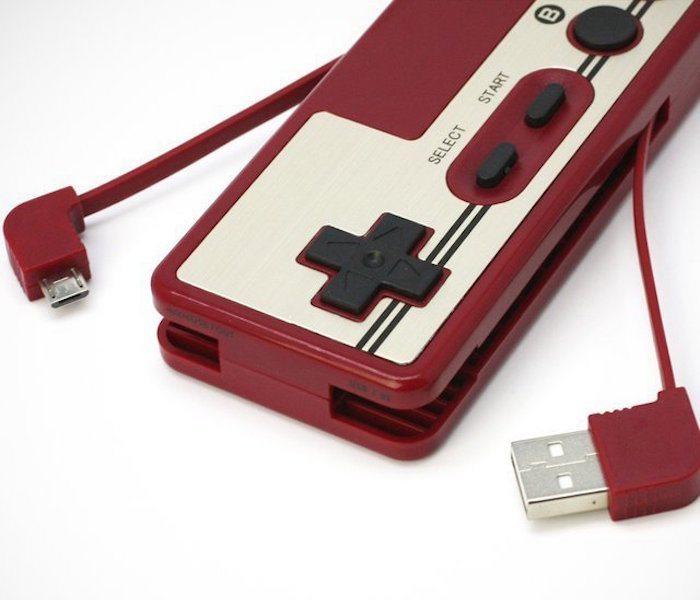 Retro Nintendo Famicom Battery & Card Reader