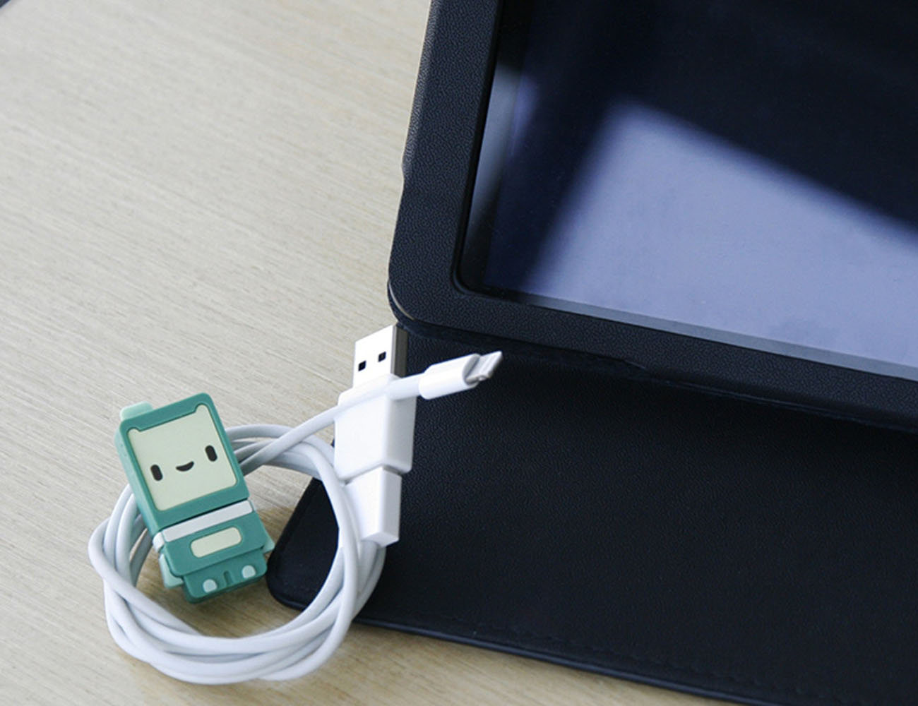 Ryo Adapter – Never Plug In Your Usb The Wrong Way Again