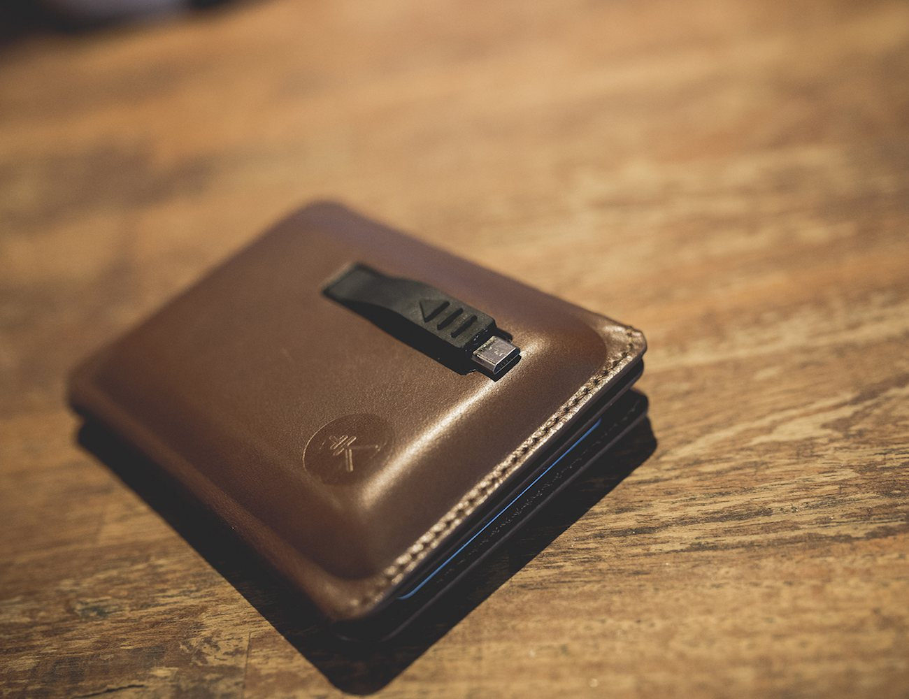 seyvr-power-charging-wallet-03
