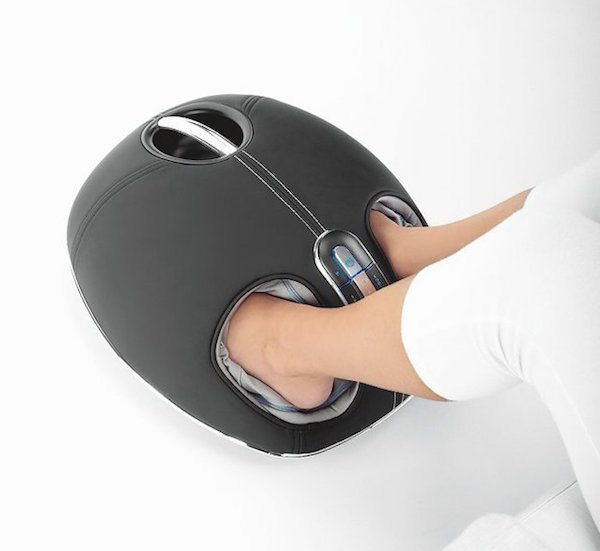 Get an excellent foot massage with the help of the deep-kneading rollers. By using the Shiatsu Heated Foot Massager, you'll be able to stimulate reflexology zones of your feet.