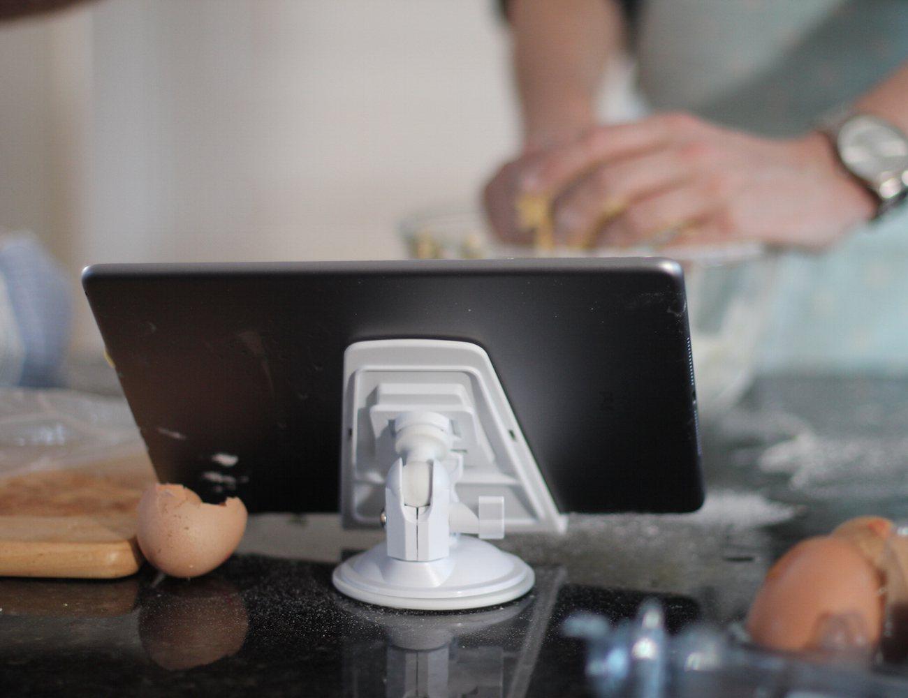 tabbi-in-the-kitchen