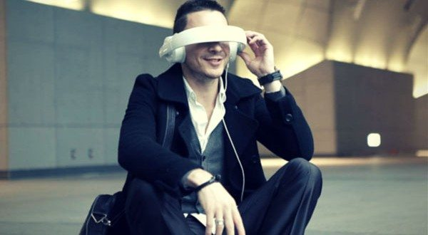 Dashbon Mask Turns Your Headphone Into an Amazing Movie Theater