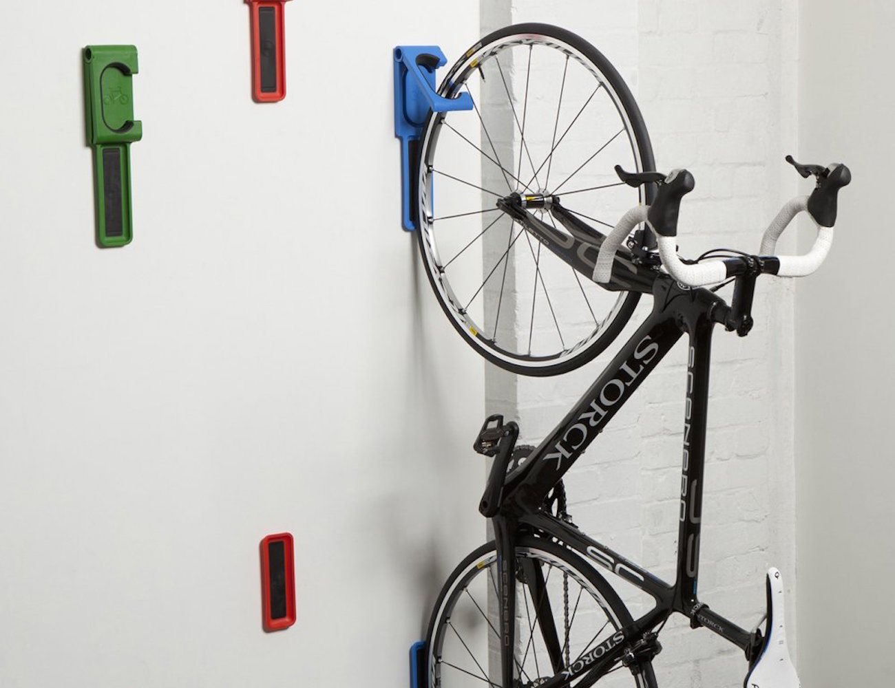 endo fold flat vertical bike storage system by cycloc. Black Bedroom Furniture Sets. Home Design Ideas