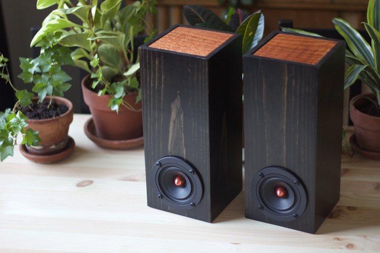 mini-tower-in-ebony-redwood-03
