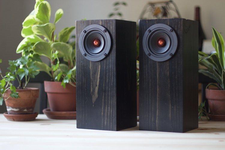 mini-tower-in-ebony-redwood-04