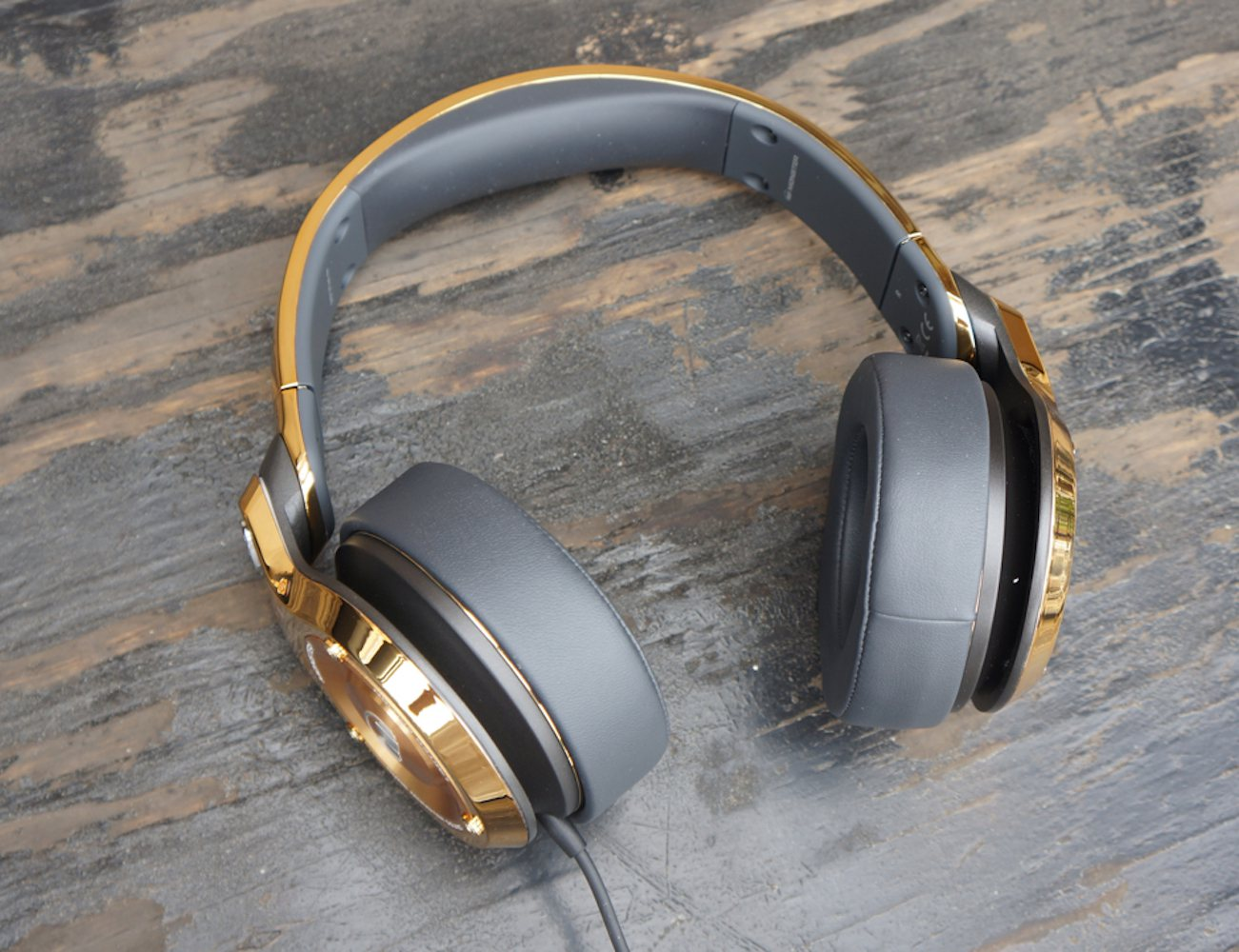monster-24k-over-ear-headphones-03