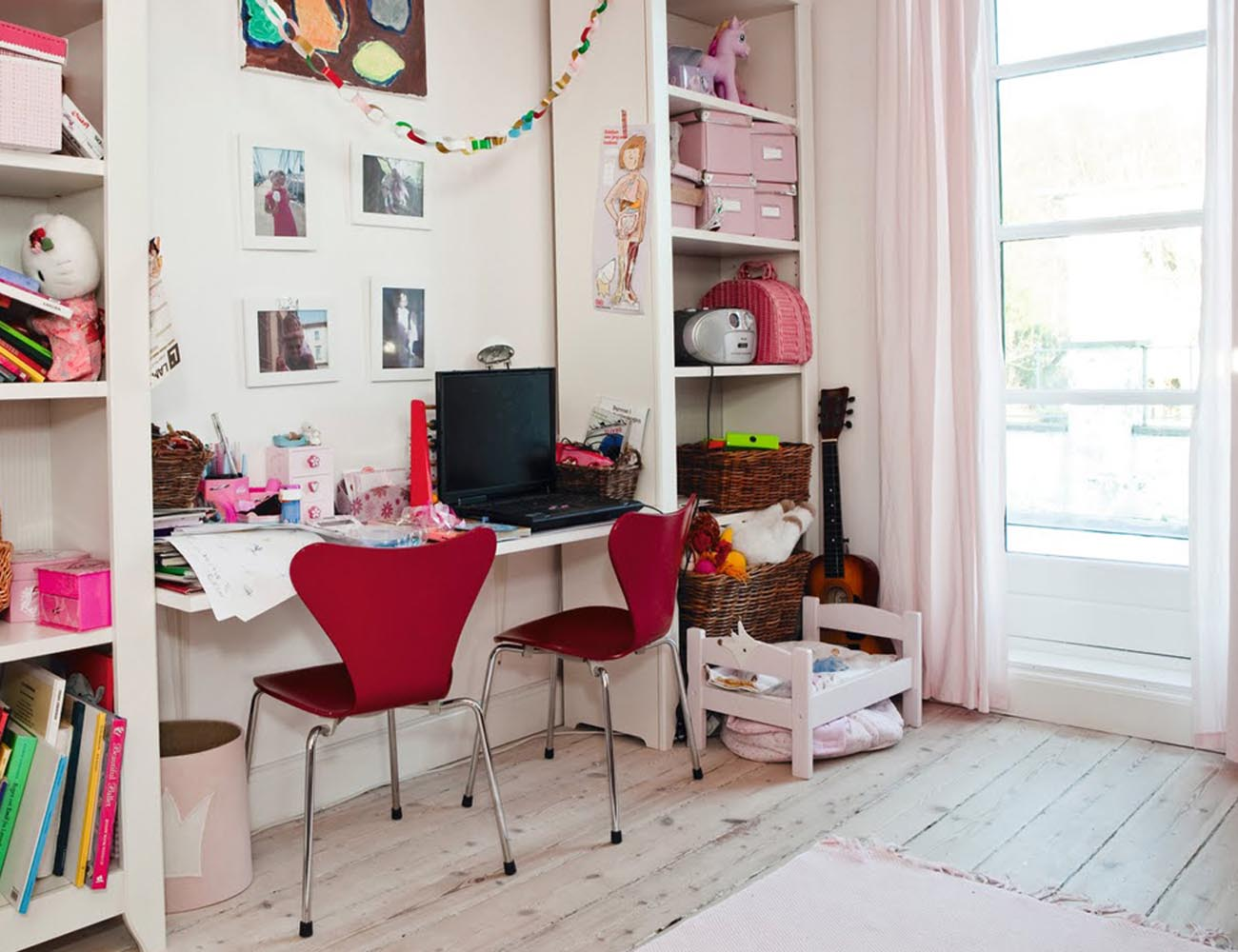 Series 7 Children's Chair by Arne Jacobsen