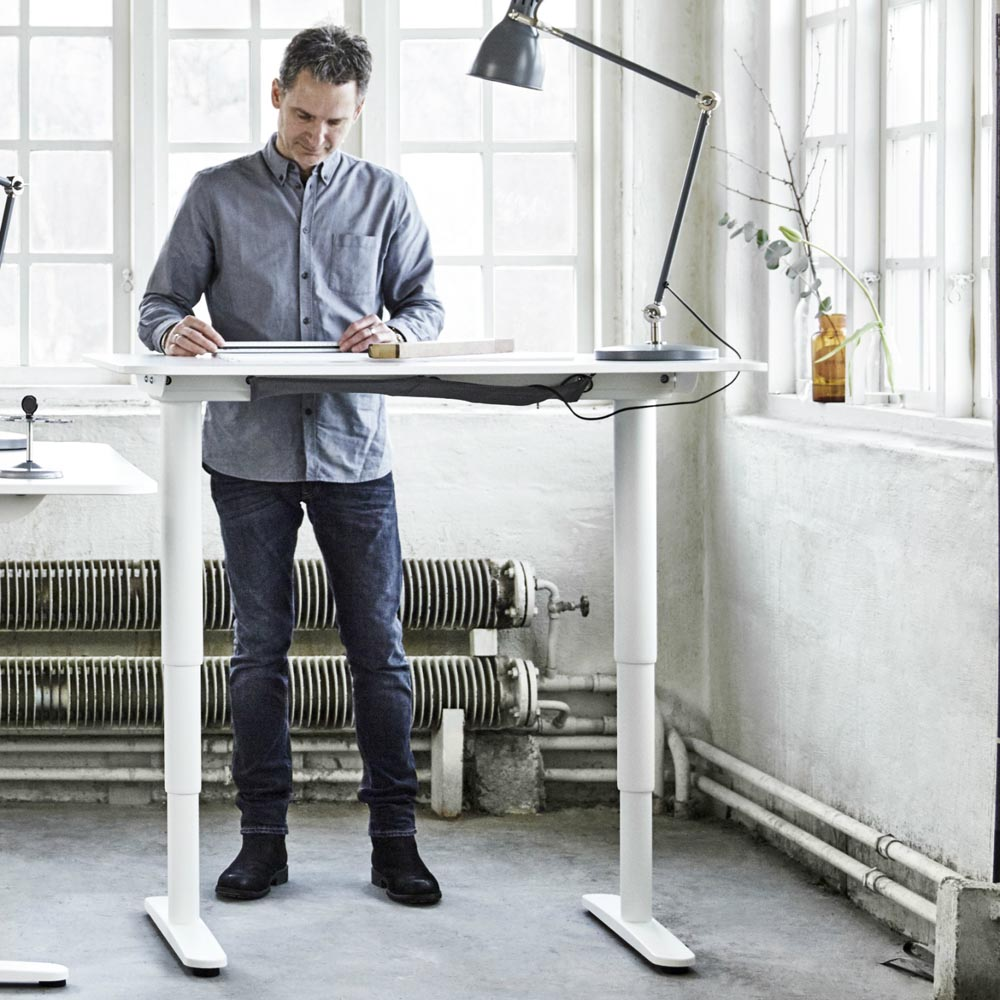 Stand Desk – Affordable Sit to Stand Desk For Urban Professionals