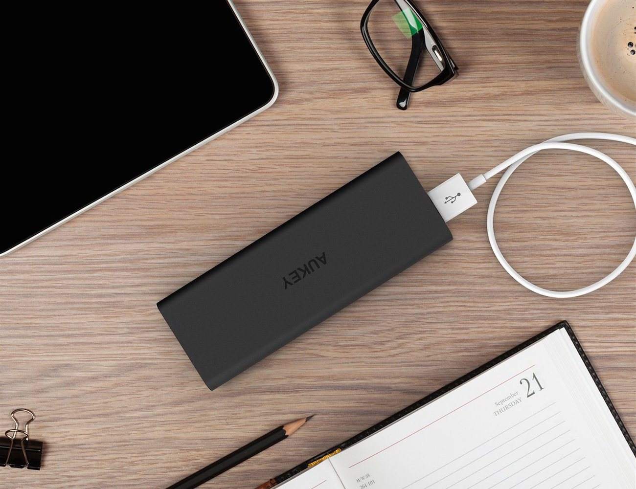 aukey-portable-external-battery-pack-with-aipower-01