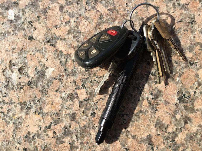 BitzBlade – An EDC Multi-Tool Keychain in Titanium