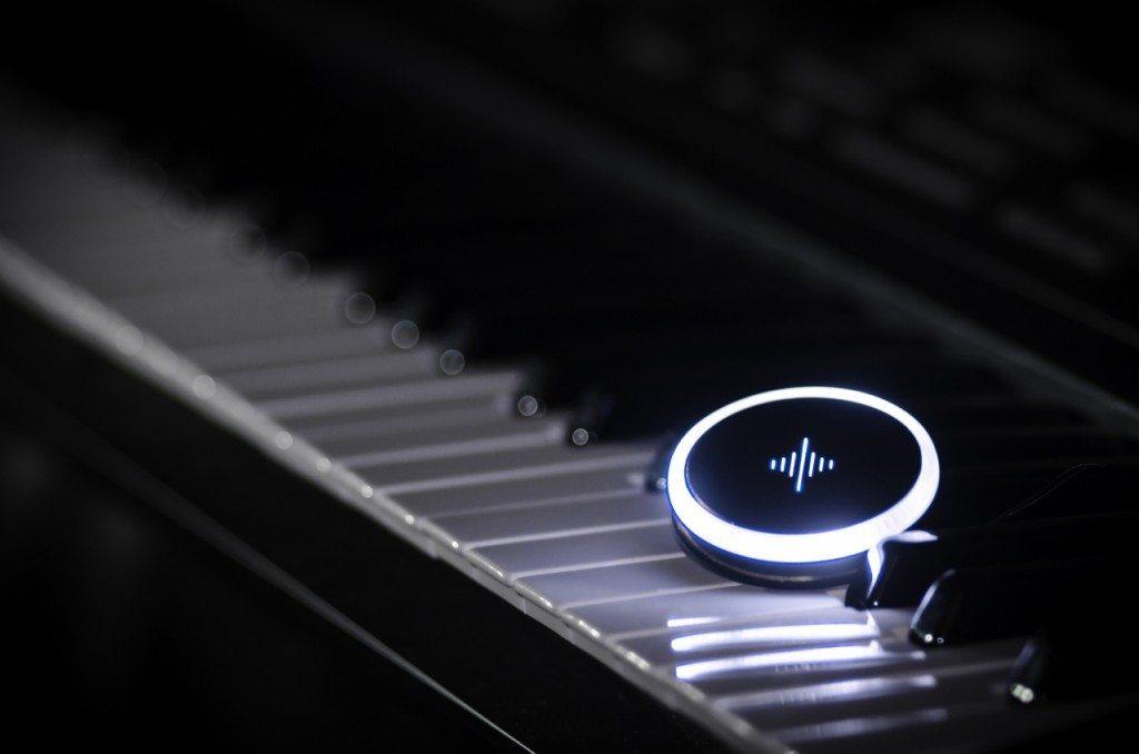 Soundbrenner on piano