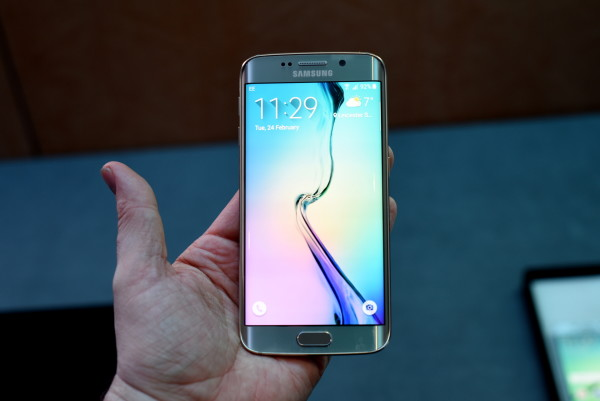 Samsung Galaxy S6 edge Hands On Review: Living on the Edge