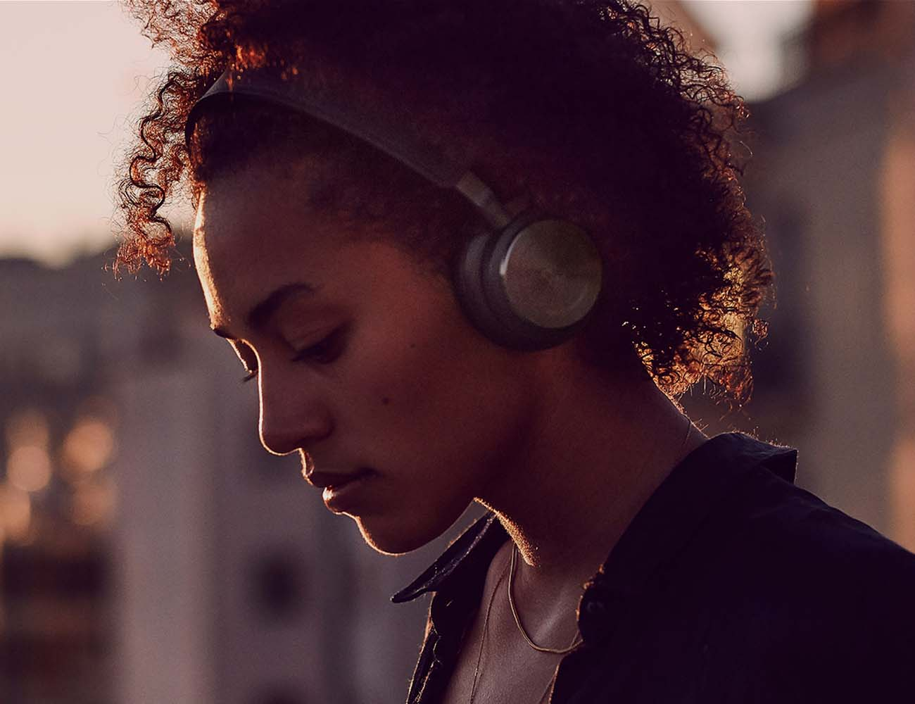 H8 – Wireless Headphones by BeoPlay With Active Noise Cancellation