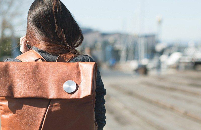 HiSmart-wearable-technology-bag-designboom03