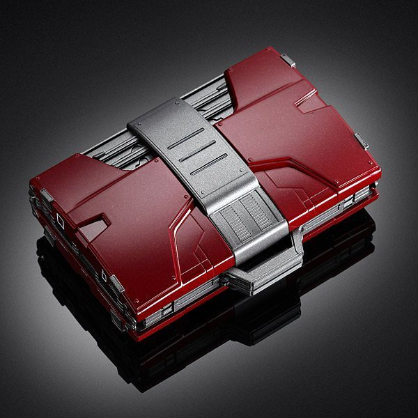 iron-man-mark-v-armor-suitcase-mobile-fuel-cell-02