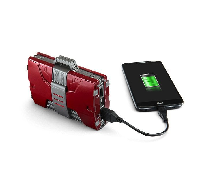 iron-man-mark-v-armor-suitcase-mobile-fuel-cell-03