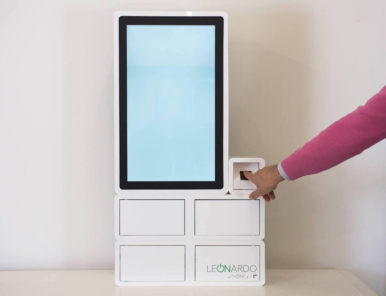 Leonardo – The New Innovative Public Chargebox