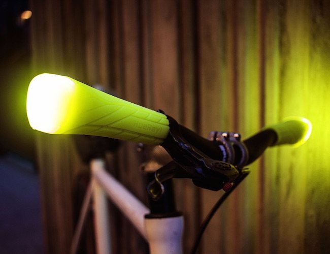 light-emitting-bike-grips-01